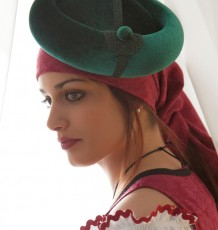 """Modelo Ciruela """"Recreación Histórica"""", diseñado por Carmen Astete"""
